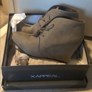 Size 7 XAppeal Women's Taupe